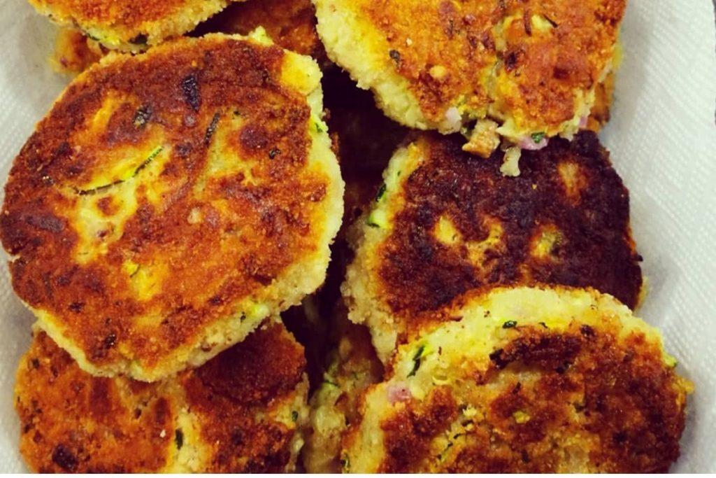 Gemüse, Tofu, Laibchen, Bratlinge, Zucchini, Karotten, Mittagessen, Lunch, Faschierte Laibchen ohne Fleisch