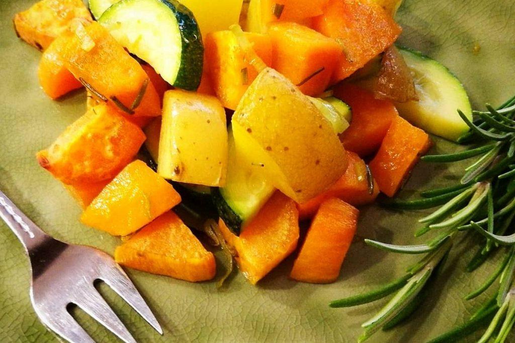 Ofengemüse, Herbst, moodfood, Kartoffeln, Zucchini, Süßkartoffeln, Rosmarin, vegan