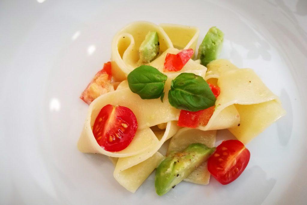 Pappardelle, Nudeln, Pasta, Pasta macht glücklich, vegan, Avocado, Tomaten