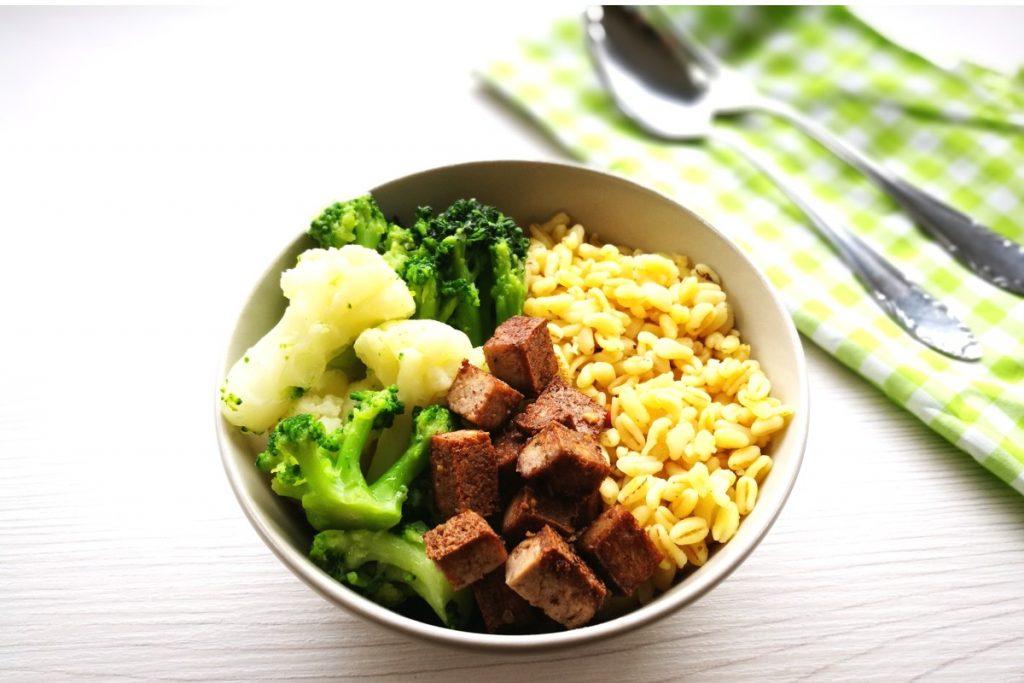 Buddha Bowl mit Tofu, Tofu, healthyfood, gesundes Essen, schnelle Küche, gesunde Küche, was koche ich heute, Gemüse, Ebly, vegetarisch kochen