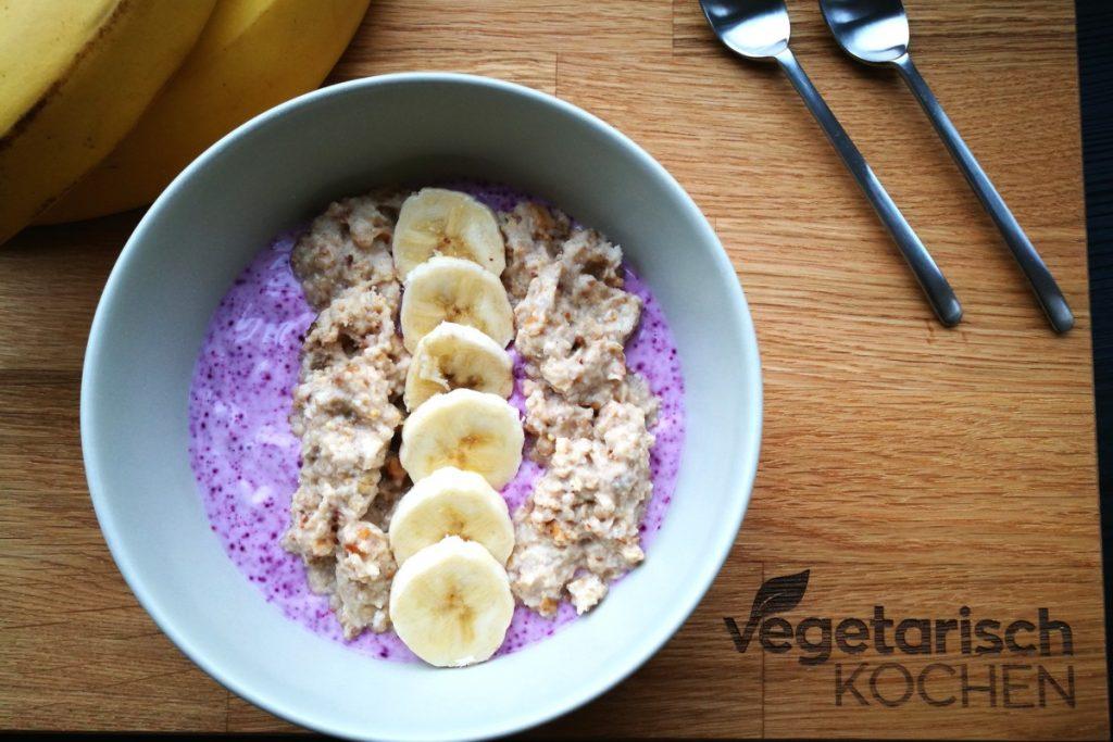 vegetarisch kochen, Heidelbeer Bananen Porridge, Frühstück, gesund kochen, gesund essen, vegetarisch essen, was koche ich heute, Powerfrühstück, Overnight Oat