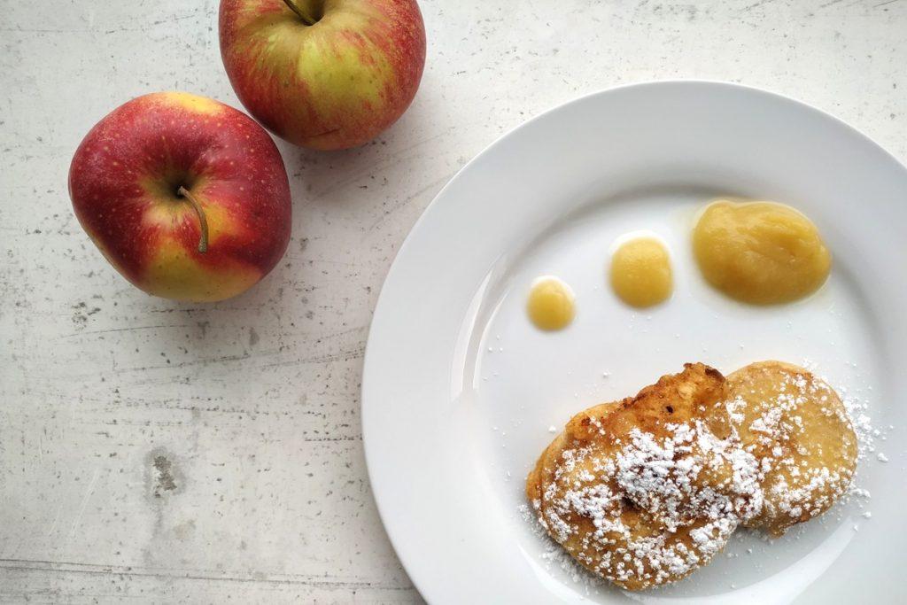Apfelspalten, Apfelradln, vegetarisch kochen, Obst, Apfel, was koche ich heute, Kindheitserinnerungen, essen wie damals, essen wie früher, was soll ich heute kochen, Nachspeise, Backteig, schnelle Küche, österreichische Küche